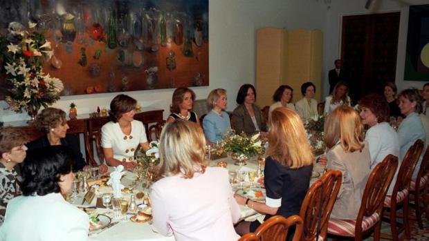El día que Hillary Clinton conoció a Manuela Carmena