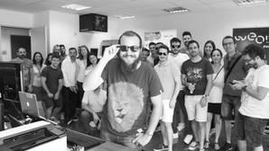 Lanzan unas gafas de sol con disparador de selfies remoto
