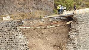 Un socavón de ocho metros obliga a Tenerife a pedir ayuda al Ejército