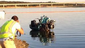 El piloto del helicóptero que cayó al embalse de Valmayor tenía 70 años