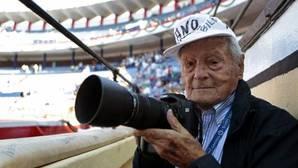 El fotógrafo alicantino Francisco Cano «Canito» sufre un infarto a los 103 años