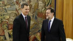 Moncloa ve más urgente formar Gobierno por el desafío catalán