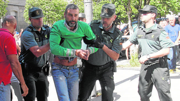 Tensión en los juzgados a la llegada del presunto parricida