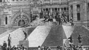 La desaparecida pirámide de Cibeles, el blindaje de la diosa de Madrid