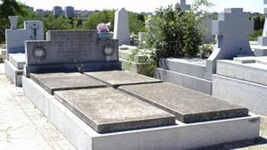 El sepulcro abandonado de los periodistas fusilados en el cementerio de La Almudena