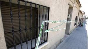 Hallan catanas, hachas, bates y munición en los registros por el tiroteo a los guardias civiles