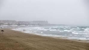 La lluvia deja 43 litros por metro cuadrado en Valencia y granizo en la capital