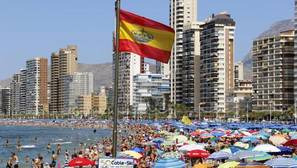 Benidorm y Peñíscola son los destinos preferidos este verano por los españoles