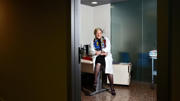 Imagen de archivo de la oncóloga Ana Lluch experta en cáncer de mama