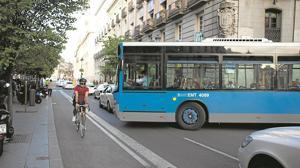 Los ciclistas exigen a Carmena la «paralización preventiva» del plan de carril-bici en Madrid
