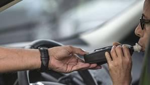 Un mando de la Ertzaintza estrella su coche policial y supera la tasa de alcohol permitida