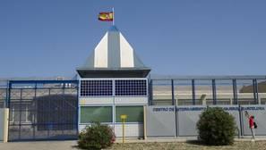 Detenido el portavoz del sindicato mantero durante una visita al CIE de Barcelona