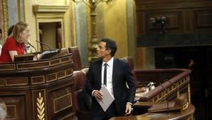 Sánchez intenta corregir a Pastor y evidencia su desconocimiento sobre el Reglamento del Congreso