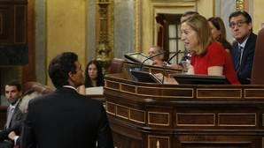 Pastor repele las intromisiones de Sánchez y Esteban en el orden del debate