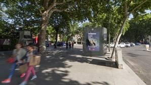 Carmena estrena urinarios: el primero se colocará en Atocha la próxima semana