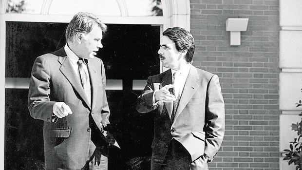 González y Aznar firmaron un gran pacto autonómico en 1992