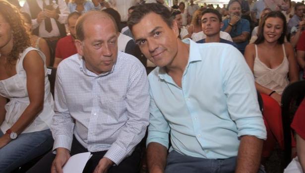 Leiceaga junto a Pedro Sánchez, ayer en la fiesta de los socialistas gallegos en Oroso