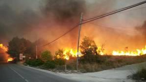 Los incendios de Moixent y Bolulla evolucionan bien y permiten concentrar los medios aéreos en Jávea