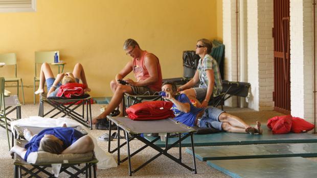 Imagen de un grupo de evacuados