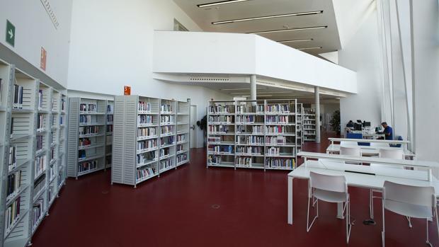 Interior de la biblioteca Ana María Matute de Carabanchel