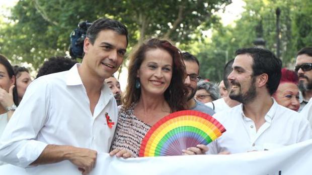 Ola de solidaridad con Carla Antonelli de todos los partidos tras los ataques homófobos