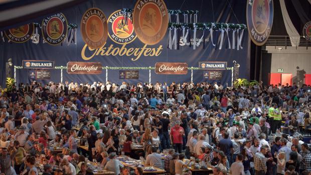 Imagen del itnerior de la caseta de la Oktoberfest Madrid