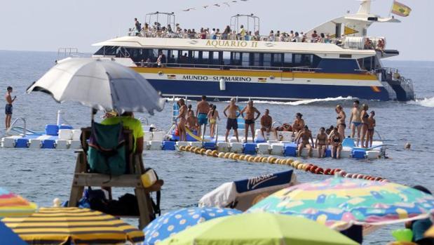 Playa de Levante, en Benidorm, abarrotada de turistas.