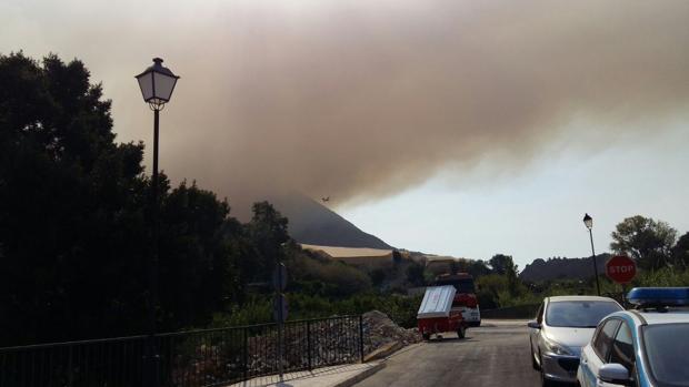 Imagen del incendio de Bolulla tomada a las once y media de la mañana de este martes