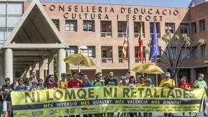 «Ni Lomce, ni recortes»: Marzà no se libra de las concentraciones ante la Conselleria