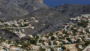 La Guardia Civil busca a un grupo por provocar el incendio de Jávea que huyó en dos monovolúmenes