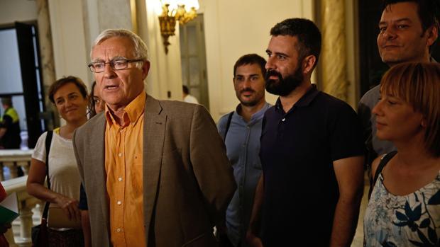 Imagen de Ribó con sus concejales en una imagen tomada este lunes