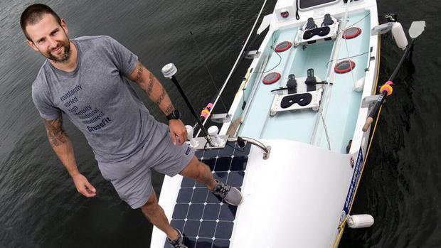 Gavan Hennigan en su embarcación
