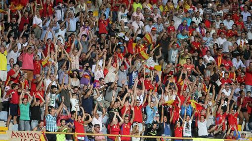 Casi 14.000 espectadores llenaron el estadio del Reino de León