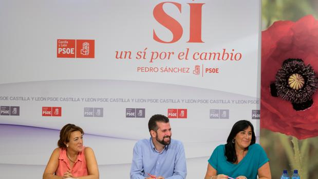 Soraya Rodríguez, Luis Tudanca y Ana Sánchez durante el Comité Autonómico del PSCL