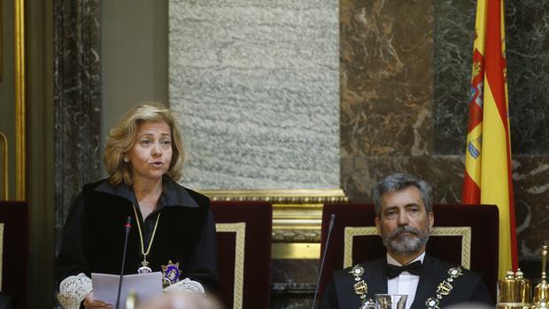 Consuelo Madrigal, fiscal general del Estado, junto a Carlos Lesmes