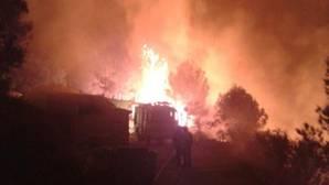 Regresan todos los evacuados por el incendio de Jávea y en unas horas estará estabilizado