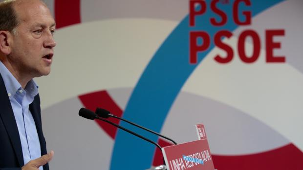 El candidato del PSdeG, Xoaquín Fernández Leiceaga, en la sede de O Pino