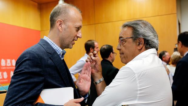 Los portavoces de Ciudadanos y PSPV, Alexis Marí y Manolo Mata respectivamente, en una imagen de archivo
