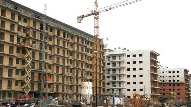 En 2006, junto antes de que estallara la crisis, se promovieron en Zaragoza 8.940 viviendas