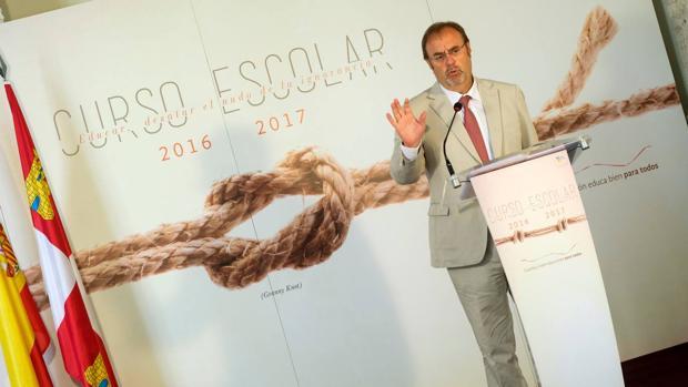 El consejero de Educación, Fernando Rey, durante la presentación del curso escolar 2016-17