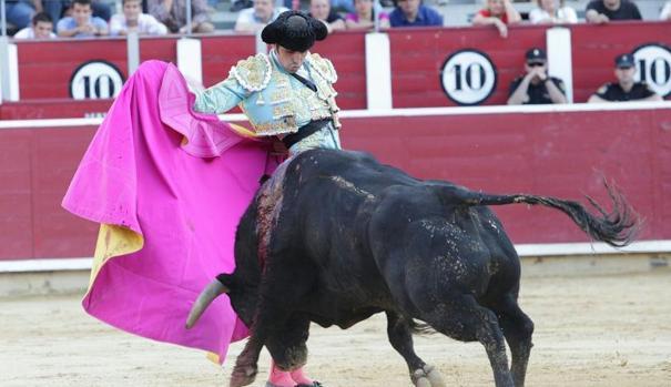 En la última corrida de Asprona, celebrada en junio, Miguel Ángel Perera mató seis toros en solitario