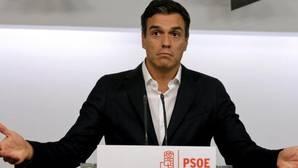 Sánchez zanja en diez minutos la llamada a Rajoy e invierte el doble de tiempo con Iglesias