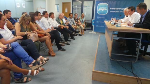 Reunión de diputados y senadores con la cúpula provincial del PP