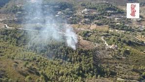 Un nuevo incendio en la sierra alicantina moviliza medios aéreos