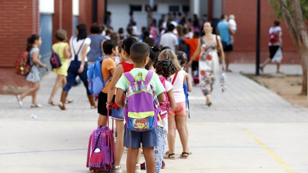 Los alumnos se dirigen hacia su centro