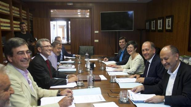 Xoaquín Fernández Leiceaga, ayer durante la reunión con Arvi en Vigo