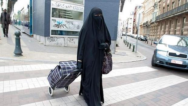 Una mujer con «niqab»