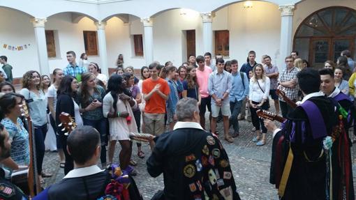 La tuna, en una fiesta de bienvenida a los alumnos extranjeros