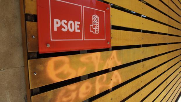 El pasado mes de mayo en la sede del PSOE en Salamanca apareció una pintada a favor de ETA