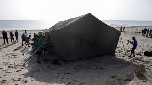Campamento montado para custodiar el nido de estos animales